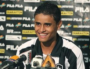 Everton durante a apresentação ao Botafogo - Crédito: Foto: Ag. Estado