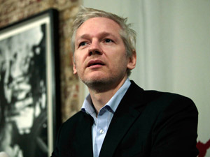 Julian Assange gosta de incomodar os bancos  - Crédito: Foto: AP/AP