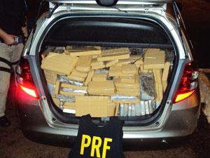 Mais de 500 kg de maconha foram apreendidos em porta-malas de carro - Crédito: Foto: Divulgação/PRF-PR