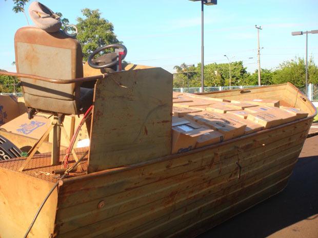 Cerca de 400 caixas de cigarros contrabandeados do Paraguai foram apreendidas, pela Polícia Federal, no domingo - Crédito: Foto: Divulgação/DPF-PR