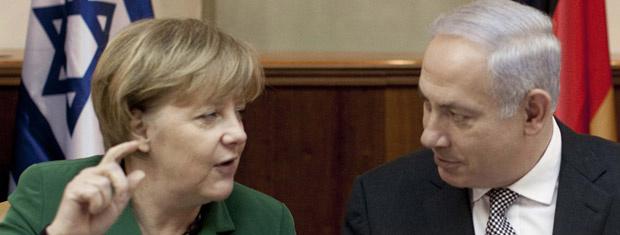 A chanceler da Alemanha, Angela Merkel, e o premiê de Israel, Benjamin Netanyahu, durante encontro nesta segunda-feira em Jerusalém - Crédito: Foto: AP