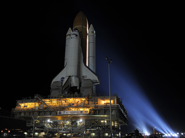 Ônibus espacial Discovery retorna ao complexo de lançamento 39A no Centro Espacial Kennedy. - Crédito: Foto: Nasa