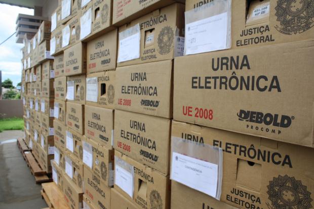 Ontem o TRE encaminhou aos cartórios de Dourados 380 urnas eletrônicas - Crédito: Foto: Hédio Fazan