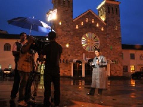 Repórter da Globo, ao vivo da praça Antônio João. foto - MARCOS RIBEIRO/O PROGRESSO -