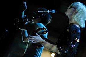Os Raveonettes durante show em São Paulo - Crédito: Foto: Flávio Moraes / G1