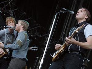 A banda Arcade Fire durante show na Suíça, em 2007. - Crédito: Foto: AP