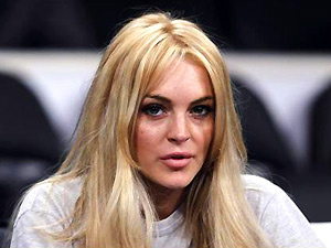 A atriz Lindsay Lohan durante jogo do Los Angeles Lakers, em Los Angeles - Crédito: Foto: Reuters