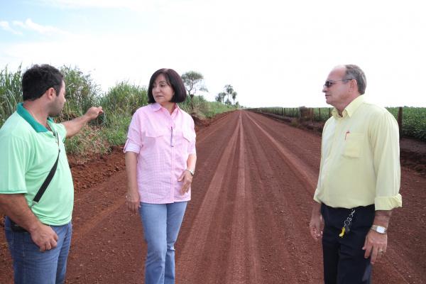 Prefeita Délia Razuk vistoria estrada recuperada na região de Macaúba Crédito: A. Frota  -