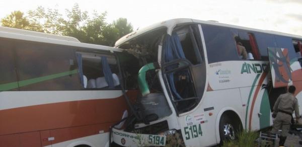 O acidente envolveu dois ônibus da mesma empresa Foto: Campo Grande News -