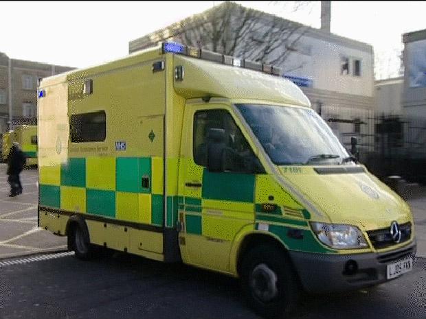 Ambulâncias adaptadas adquiridas pelo governo britânico. Cada veículo sairá por cerca de R$ 243 mil. - Crédito: Foto: Reprodução / BBC