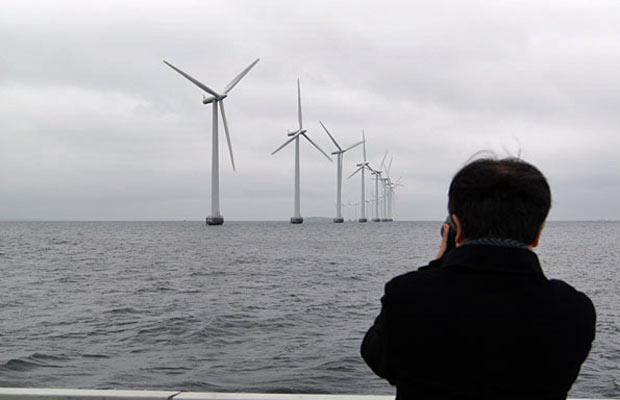 Parque eólico em área marítima próximo a Copenhague. - Crédito: Foto: Dennis Barbosa/Globo Natureza