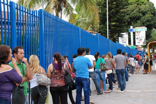 Na Capital, ontem, centenas de pessoas fizeram fila para garantir a inscrição - Crédito: Foto: Divulgação