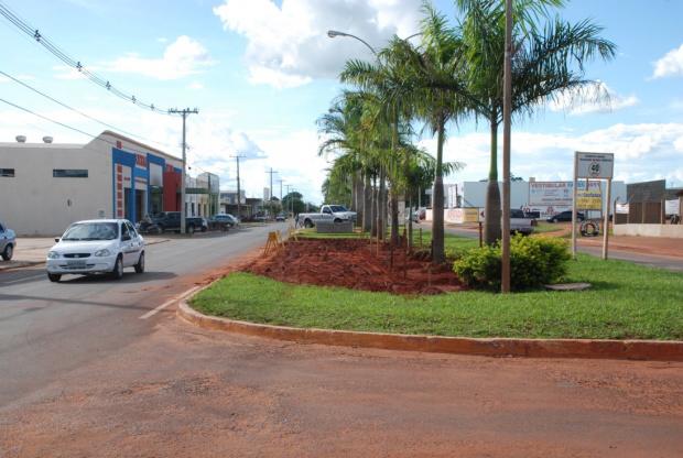 Prefeitura constroi estacionamento na Avenida Eurico Soares - Crédito: Foto : Queila Cuer