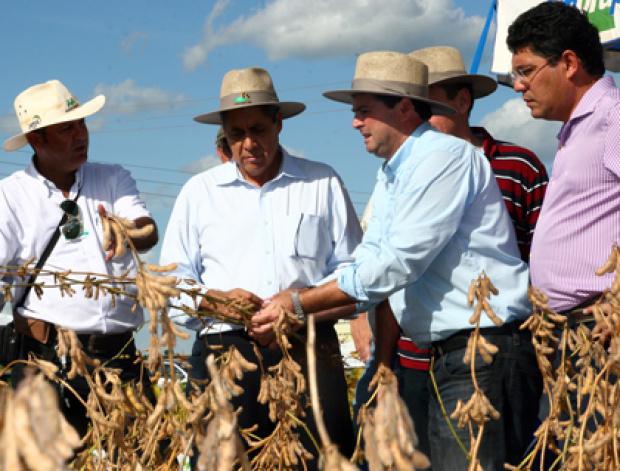 Governador André Puccinnelli durante visita ontem a Showtec - Crédito: Foto : Rachid Waqued