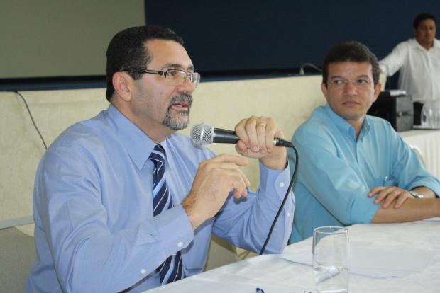 Debate intermediado pelo presidente do CRF reuniu profissionais de farmácias na Aced - Crédito: Foto: Hédio Fazan