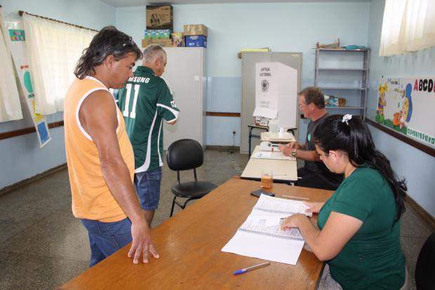 O movimento de eleitores foi bastante baixo nos locais de votação - Crédito: Foto: Hédio Fazan/PROGRESSO
