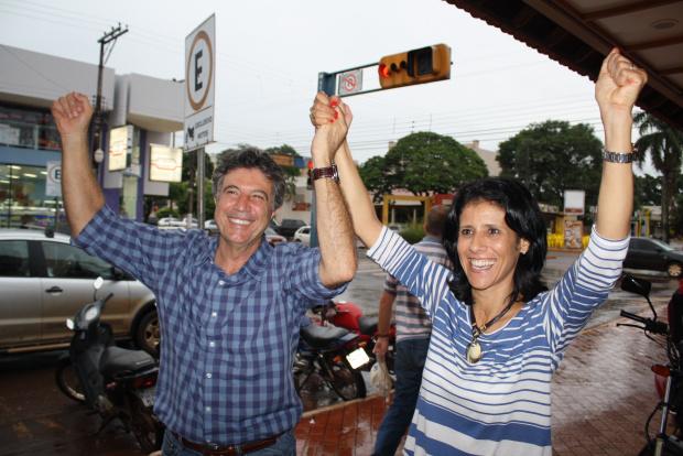 Murilo Zauith e a vice, Dinaci Ranzi, comemoram a vitória de mais de 70% dos votos válidos. - Crédito: Foto: Hédio Fazan/PROGRESSO