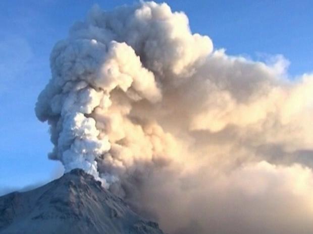 O vulcão Kizimen, na Rússia, expele cinzas e vapor d\'água a 4 km de altitude - Crédito: Foto: Reprodução / BBC