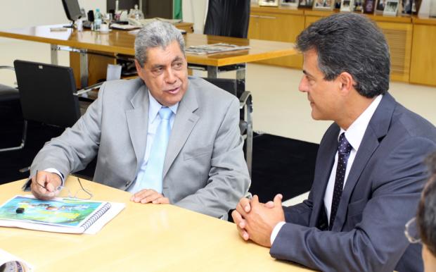 Os governadores André Puccinelli e Beto Richa durante encontro em Curitiba - Crédito: Foto: Rachid Waqued