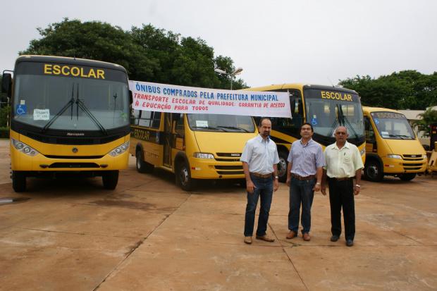 Prefeito Mateus Palma de Farias e dirigentes da educação municipal - Crédito: Foto: Dilermano Alves