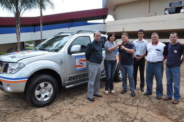Prefeita Délia Razuk entregou caminhonete para a Defesa Civil - Crédito: Foto: A.Frota
