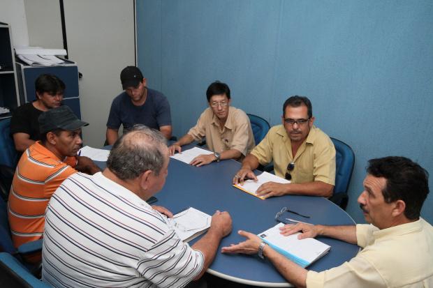 Peralta reuniu-se com técnicos da Semaic e Agraer para definir cadastrado de produtores - Crédito: Foto: A. Frota