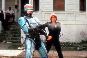 """O policial-robô em cena de \""""Robocop\"""", filme de 1987 - Crédito: Foto: AFP"""