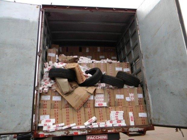 Caminhão com 47.500 mil maços de cigarros contrabandeados do Paraguai foi apreendido nesta terça-feira - Crédito: Foto: Divulgação Força Nacional