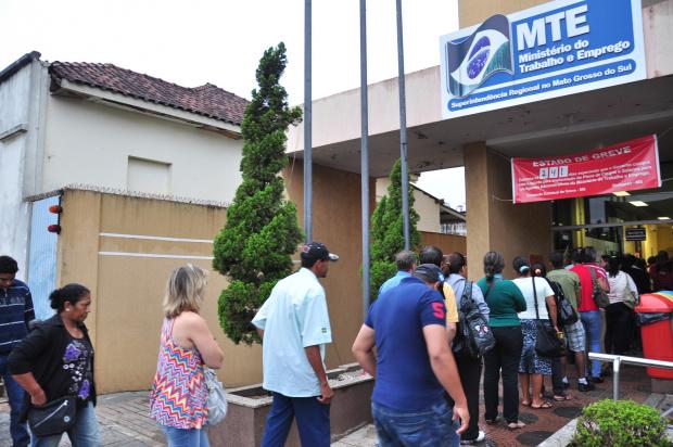 Trabalhadores enfrentam filas quilométricas para conseguir benefícios - Crédito: Foto: Divulgação