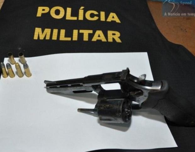 Jovem foi morto por adolescente de 16 anos; no detalhe a arma usada no crime - Crédito: Foto: Maracaju Speed