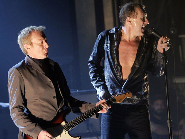 A banda de rock inglesa Gang of Four durante show em Nova York, nos Estados Unidos, nesta terça-feira - Crédito: Foto: AP
