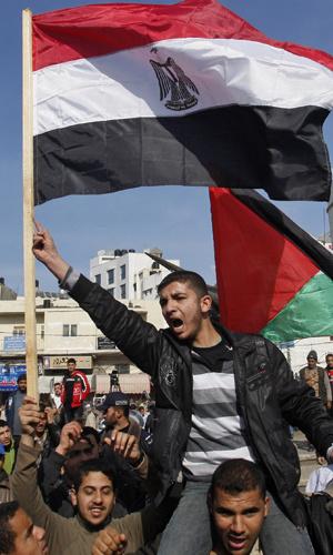 Palestino fazem protesto contra Mubarak na cidade de Gaza nesta quarta-feira - Crédito: Foto: AP