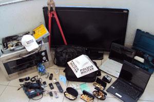 Vítima reconheceu os produtos roubados  - Crédito: Foto: Polícia Militar Rodoviária de MG