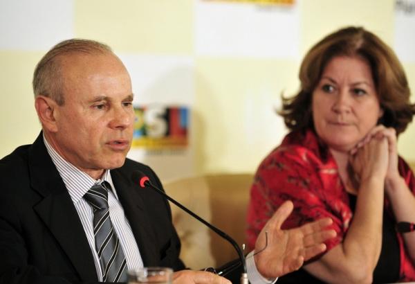 Guido Mantega e Miriam Belchior falam sobre o Orçamento Geral da União para 2011 Foto: Agência Brasil -