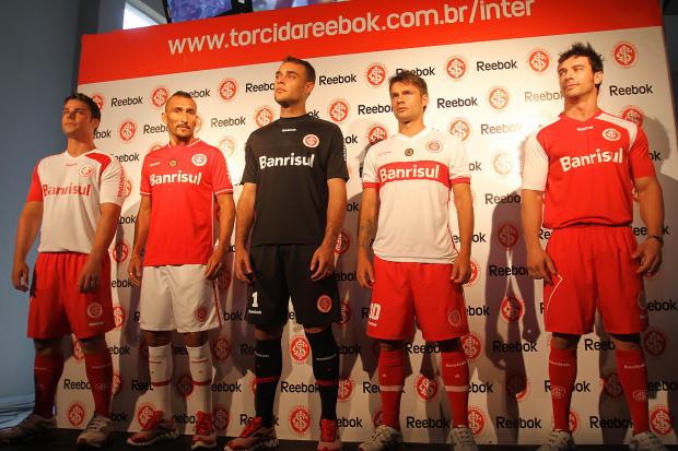 Jogadores do Internacional participam de apresentação dos uniformes para 2011 - Crédito: Crédito: Lucas Uebel/VIPCOMM