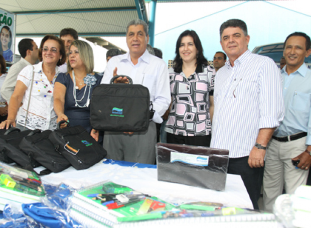 Alunos da Rede Estadual com melhor desempenho recebem o prêmio - Crédito: Foto : Divulgação
