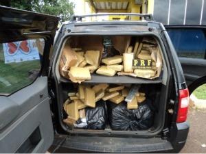 Eram 496 tabletes de drogas escondidos nos bancos e porta-malas.  - Crédito: Foto: Divulgação/ PRF
