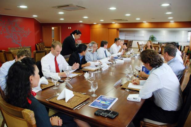 Fiems reúne representantes de várias entidades para doiscutir aproximação comercial com o Paraguai - Crédito: Foto: Divulgação