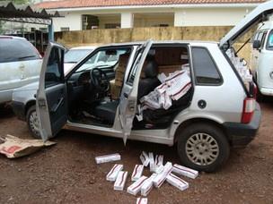 Três carros carregados com cigarros foram apreendidos na BR-272. - Crédito: Foto: PRF/ Divulgação