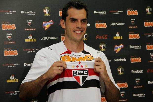 São Paulo apresenta zagueiro Rhodolfo - Crédito: Crédito: João Neto/VIPCOMM