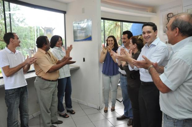 Prefeita Délia Razuk, gerente do Extra e secretários inauguram o CAT - Crédito: Foto: A. Frota