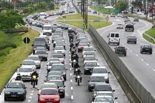 Trânsito na Rodovia Padre Manoel da Nóbrega, em São Paulo - Crédito: Foto: Guilherme Dionízio/AE