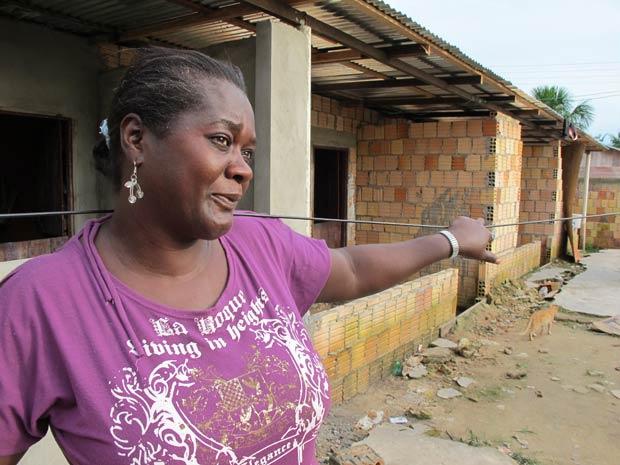 """Edeline desabafa \""""aqui é pior que o Haiti\""""; sonho de haitianos é viajar para Manaus - Crédito: Foto: Luciana Rossetto/G1"""