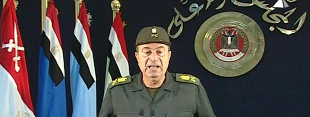 Militar dirige-se ao povo egípcio pedindo fim de greves nesta segunda-feira - Crédito: Foto: AP