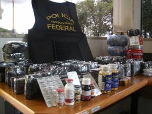PRF apreende medicamentos e anabolizantes de venda proíbida no Brasil, no Oeste do Paraná.  - Crédito: Foto: Divulgação PRF