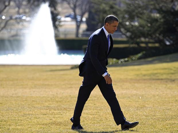 O presidente dos EUA, Barack Obama, passeia pelos jardins da Casa Branca nesta segunda-feira - Crédito: Foto: Reuters