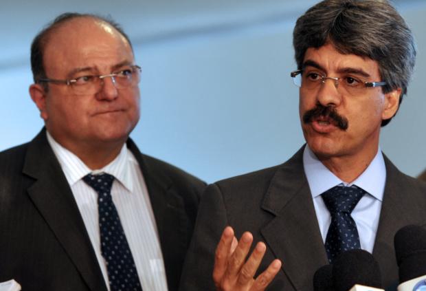 O líder do governo na Câmara, deputado Cândido Vaccarezza, e o ministro Luiz Sérgio - Crédito: Foto: Antônio Cruz – Abr