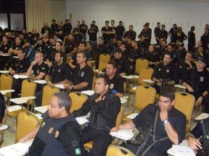 Policiais recebem orientações antes de operação  - Crédito: Foto: Divulgação/DPF-GO