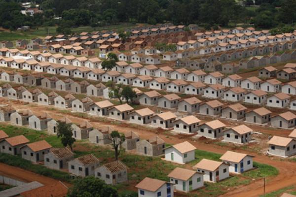 Um dos principais desafios é garantir a construção de mais 50 mil casas populares Foto: div. -
