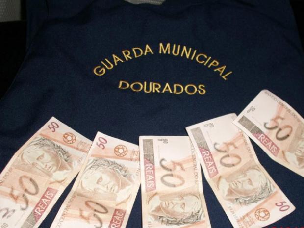 Notas falsas apreendidas pelos Guarda Municipal - Crédito: Foto: Divulgação